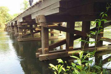 この橋はすべてイタウバ マットグロッソ州産材で作られています。 川の水に浸かっている部分も腐らず なんと30年以上ずっと使われています。