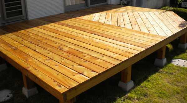 夏の屋外木部塗装メンテナンス